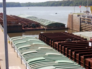 Barges in Lock and Dam 21 Quincy _ Rivers Issues